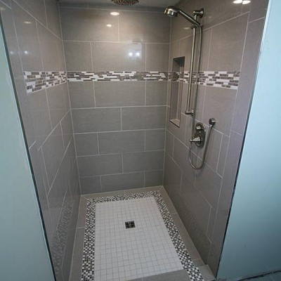 Porcelain with mosaic border shower