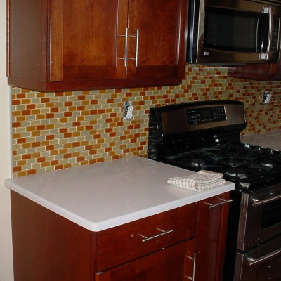 Glass blend backsplash