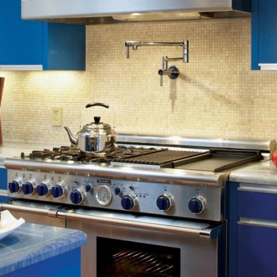 Azul Bahia Counter Polished Crema Marfil Mosaic Backsplash
