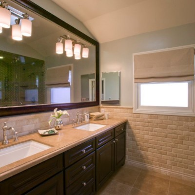 Beveled Durango Travertine in Bathroom