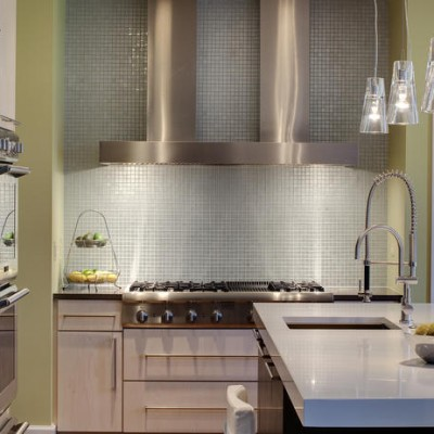 Caeserstone White Counter Glass Backsplash