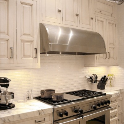 Calacatta Counters Beveled White Backsplash