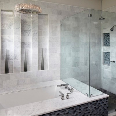 Bianco Carrara Marble in 6×12 with Glass Tile