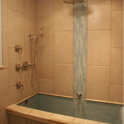 Modern Chisled Travertine Bathtub and Shower Glass Waterfall