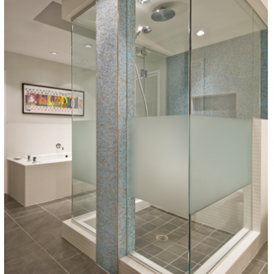 Contemporary bathroom with glassmosaics