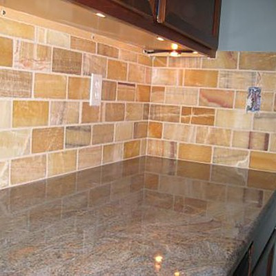 Honey onyx with glass mosaic backsplash
