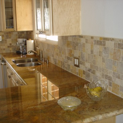 Mixed travertine mini versailles backsplash
