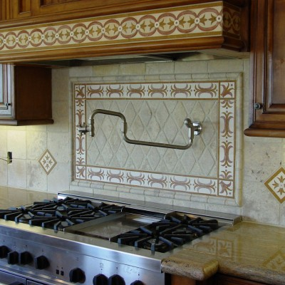 Tumbled travertine with rhomboid center backsplash