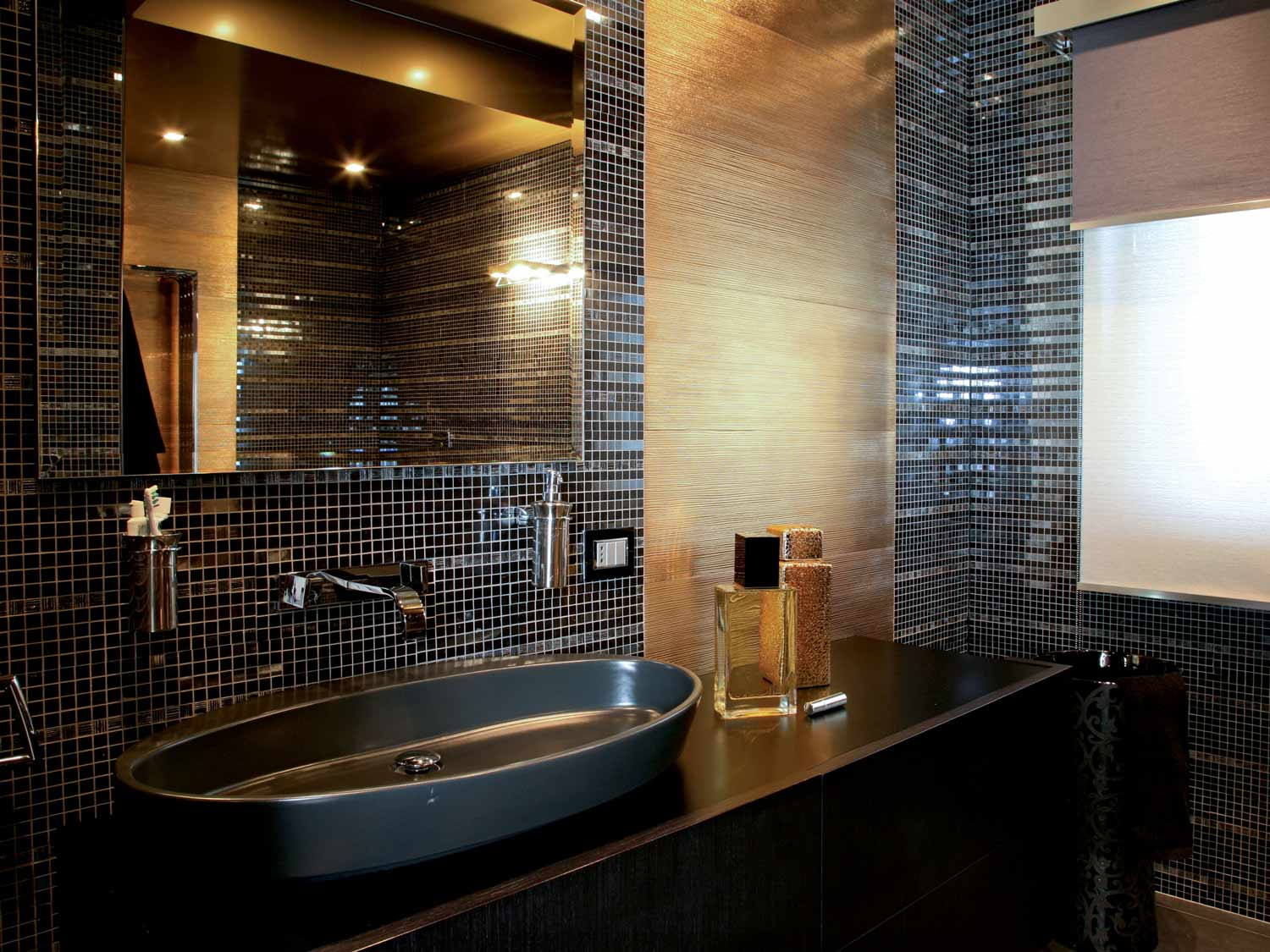glossy tile ideas for small bathrooms