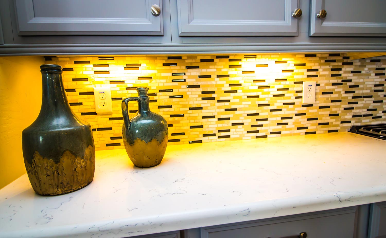 pale-yellow-tile-kitchen backsplash